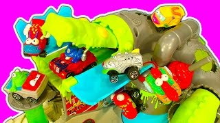 getlinkyoutube.com-Trash Wheels Sewer Croc Attack & Rubbish Truck Garbage Toy