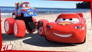 getlinkyoutube.com-Disney•Pixar CARS TOON Mater Monster Truck & Lightning McQueen | TORMENTOR Freestyle on the beach