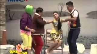 getlinkyoutube.com-[Lucu Gokil] Siti Badriah [Hipnotis Uya Kuya] - Goyang Seksi Jatuh Di Pangkuan Uya - Astrid Marah [1