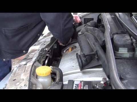 Замена правой лампочки в автомобиле Opel Meriva