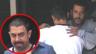 getlinkyoutube.com-Aamir Khan Breaks Down At Salman Khan's House After Court Verdict