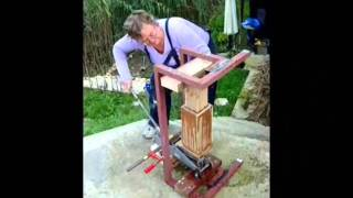 getlinkyoutube.com-Briquette maker extraordinaire.wmv