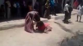 Rajasthani girls fighting in the street! HOT 👌 Must watch