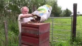 getlinkyoutube.com-Wie wir Wachs gewinnen und dabei die Bienenstöcke sterilisieren