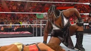 getlinkyoutube.com-Raw: Kelly Kelly & Eve vs. The Bella Twins