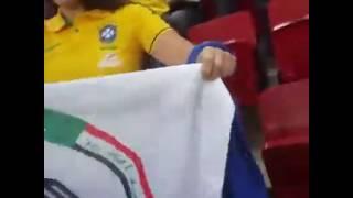 getlinkyoutube.com-جمهور البرازيلي يحمل علم حشد الشعبي