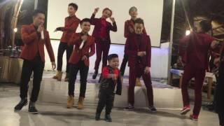 getlinkyoutube.com-Bé Tin Tin quậy hết nấc cùng 2 nhóm HKT tại sân khấu
