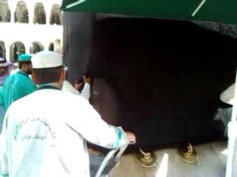 Proses menjahit kelambu Kaabah di Rukun Yamani
