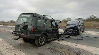 getlinkyoutube.com-Fifth Gear Crash Test- Land Rover Discovery vs Renault Espace