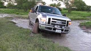 getlinkyoutube.com-3/4 Ton Trucks in the Mud