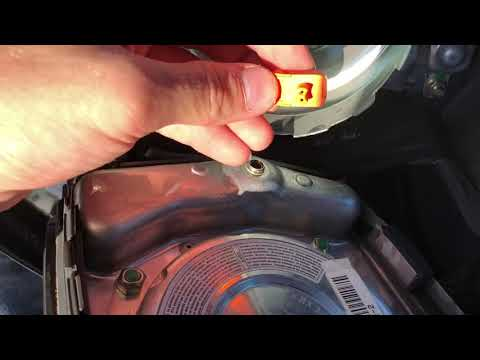 Снятие передней подушки безопасности на Mercedes Benz SLK R170/W202/W208/W210