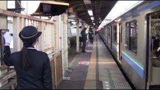 getlinkyoutube.com-【埼京線】70-000系 十条入線発車 上下線 踏切番の白旗確認 女性車掌 発車メロディ