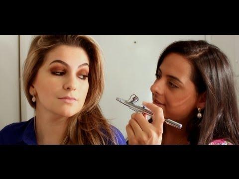 Maquiagem digital por Alice Salazar (demonstração feita por Daiane Fraga)