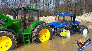 getlinkyoutube.com-BRUDER traktor John Deere New Holland In The Mud