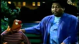 getlinkyoutube.com-Sesame Street: Ernie and Aaron Neville - I Don't Want To Live On The Moon