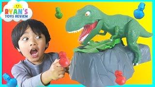 getlinkyoutube.com-Family Fun Game Night Dinosaur Toy for Kids Dino Meal Egg Surprise The Hulk Giant Balloon