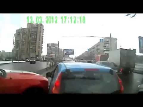 Ford Mustang Vs Peugeot 107 traffic accident