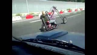 getlinkyoutube.com-ものごっついチョッパーのバイクカップル発見!!