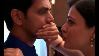 getlinkyoutube.com-Meri Aashiqui Tum Se Hi Kissing Scene On Location