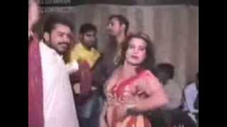getlinkyoutube.com-Hot & Sexy. Pakistani Private Mujra on Shaadi in Lahore.