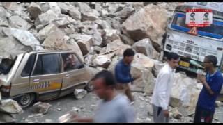 टिहरी (घनसाली):  भूस्खलन की चपेट में आयी कई गाड़ियाँ, केदारनाथ मोटर मार्ग हुआ बंद