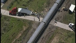 getlinkyoutube.com-Amtrak Train Silver Star 91 Crashes In To Semi Truck