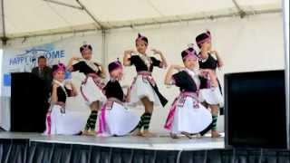 getlinkyoutube.com-Hmong Dancing - Puav Pheej Txuj Ci