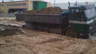 getlinkyoutube.com-Próba wyciągnięcia ciężarówki z błota