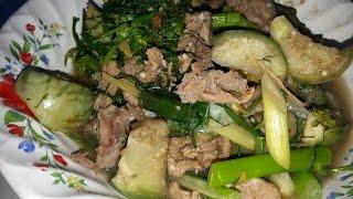 getlinkyoutube.com-แกงอ่อมเนื้อวัว คั่วหอมๆๆ ใส่ข้าวคั่วตำใหม่ๆ Curry beef