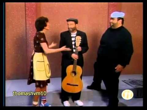 Chespirito: Los Caquitos - La serenata (1994)