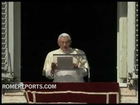Pope excuses himself during Angelus  for eyesight problems