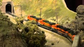 getlinkyoutube.com-Tehachapi Pass - HO Scale - Part 1