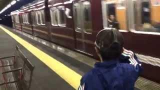 阪急電車 心優しい車掌さんが敬礼をする息子に返してくれました。