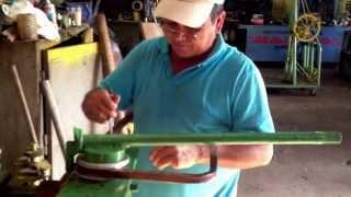 getlinkyoutube.com-Dobladora artesanal de tubo cuadrado