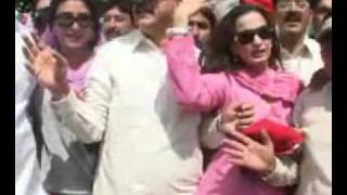 getlinkyoutube.com-Prime Minister of Pakistan Gillani Enjoying Demonstration with Sheree Rehman