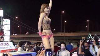 getlinkyoutube.com-Nhạc sàn,show girls tại hội chợ Ôtô