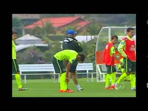 Neymar dá susto em treino da Seleção