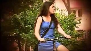 getlinkyoutube.com-Camila Vallejos en Bicicleta