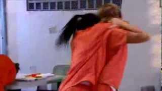 getlinkyoutube.com-Santa diabla   La Diabla pelea con unas mujeres en la carcel