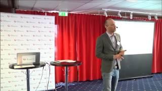 Plug-In Tobias Thomson inleder konferensen