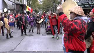 getlinkyoutube.com-Video: Hundreds march in Indigenous People's Day Seattle WA 2015