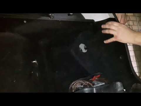 Как поменять лампы в задних фонорях в приоре универсале.