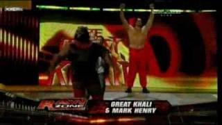 getlinkyoutube.com-Mark Henry & Great Khali vs The Uso Dance match 30-1-11