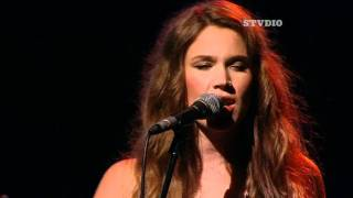 Joss Stone performs People Get Ready