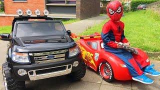 getlinkyoutube.com-Spider-Man Conduit Voitures Cars Lightning McQueen et Ford Ranger