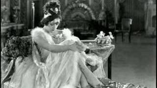 getlinkyoutube.com-Movie Legends - Gloria Swanson