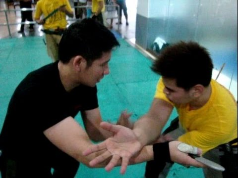 Filipino Knife Fighting ( Kali / Arnis / Eskrima Techniques )