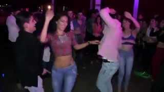 getlinkyoutube.com-Cuando una mujer latina baila como una Diosa y todos quieren bailar con ella