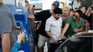 getlinkyoutube.com-Manny Pacquiao SWARMED at gas station
