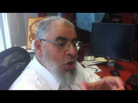 الشيخ عبدالسلام البسيوني يكتب بخطه الرائع اسم عقيل الجناحي